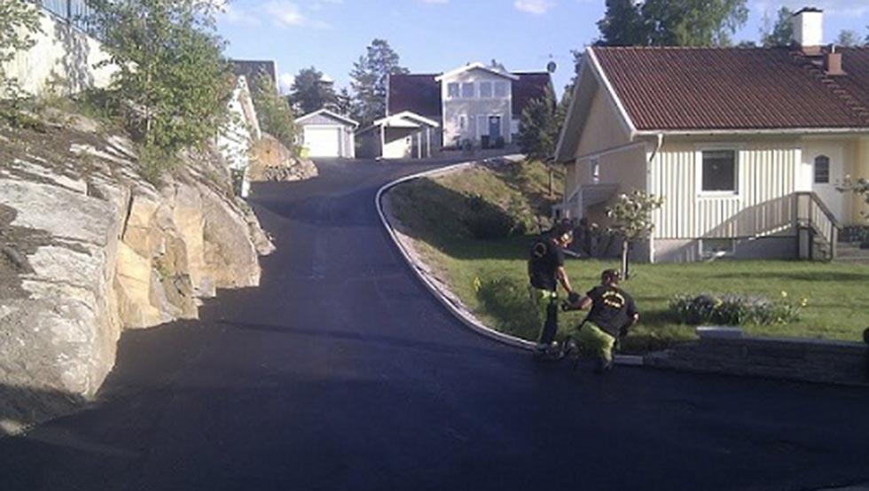 asfalterad grusväg